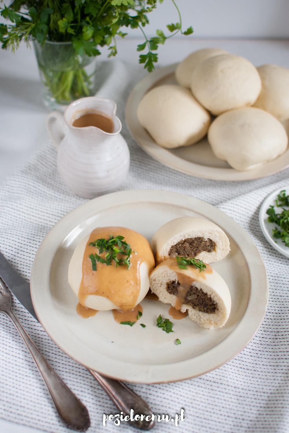 Kluski na parze/ pyzy/ pampuchy z soczewicą  i nie-mięsnym sosem