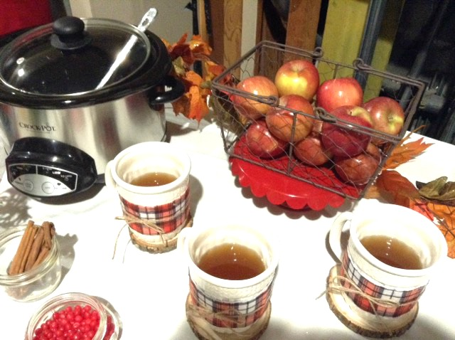 Friendsgiving apple cider bar styled by Fizzy Party
