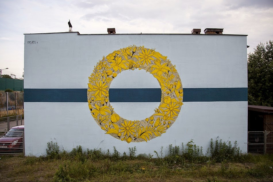 Argentinian artist Pastel was recently in Poland for the Traffic Design festival in Gdynia, where he created these 2 murals.