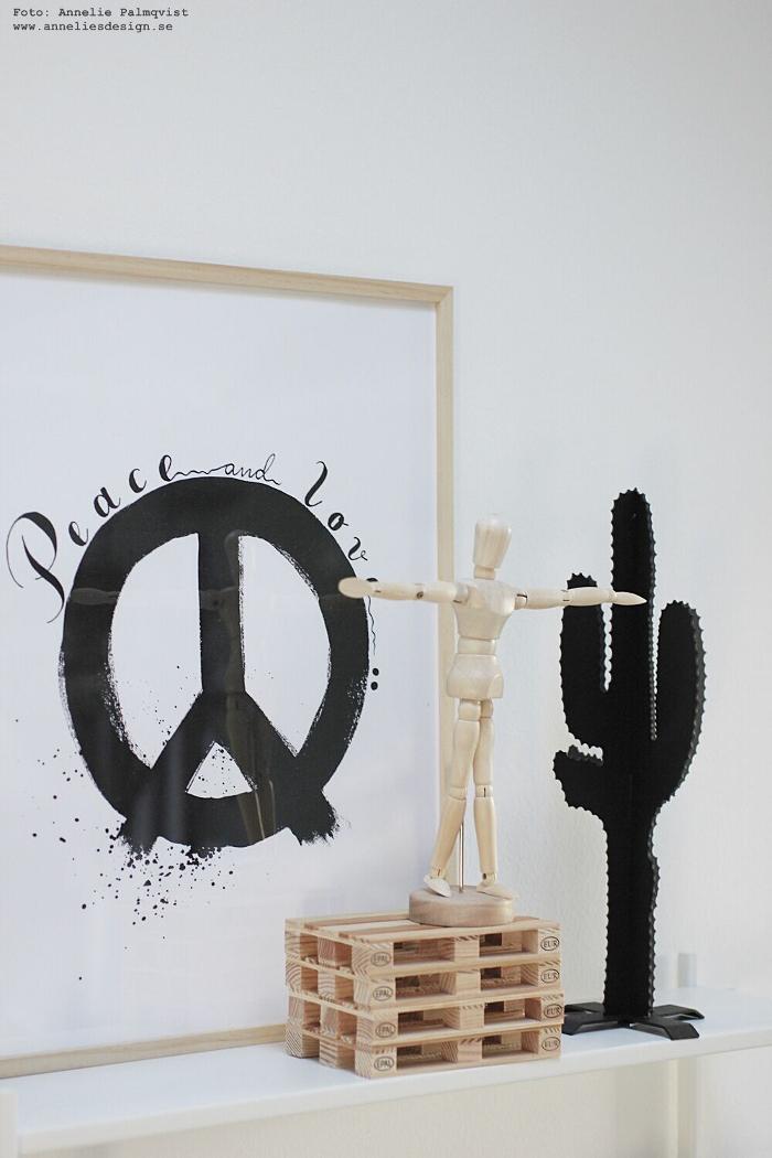 annelies design, webbutik, kaktus, peace, tavla, tavlor, svar toch vitt, lastpallar, lastpall, dekoration, underlägg, glasunderlägg, modelldocka, kaktusar,