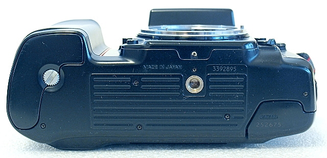 Nikon F-801s, Bottom