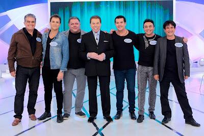 """Silvio Santos recebe colegas cantores de longa data no """"Não Erre a Letra"""". Crédito: Lourival Ribeiro/SBT"""