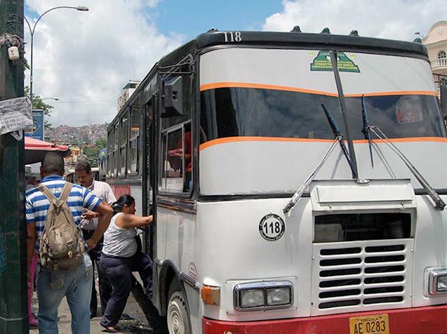 El escandaloso precio del pasaje que cobran a usuarios para bajar a La Guaira