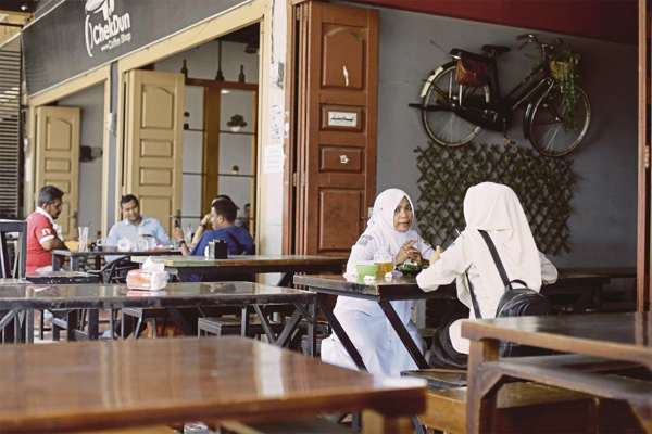 Indonesian province bans men and women from dining together, Women, News, Food, Controversy, Criticism, Indonesia, Lifestyle & Fashion, World.