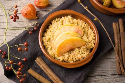 Süsser Quinoa mit Zimt und Äpfeln