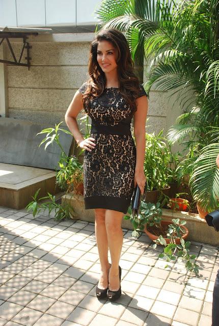 Sunny Leone Looks Hot in Mumbai