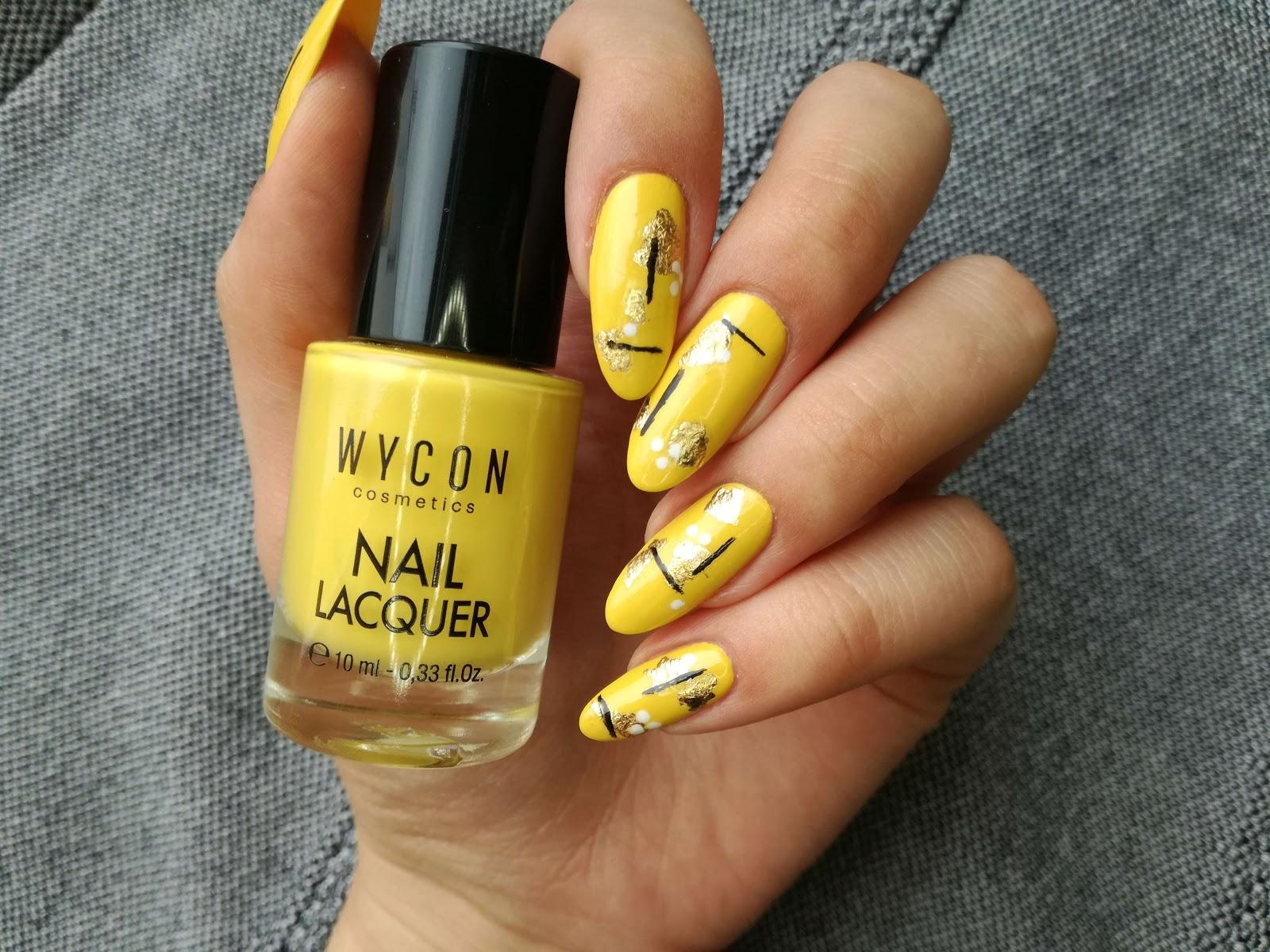 żółte zdobienie paznokci