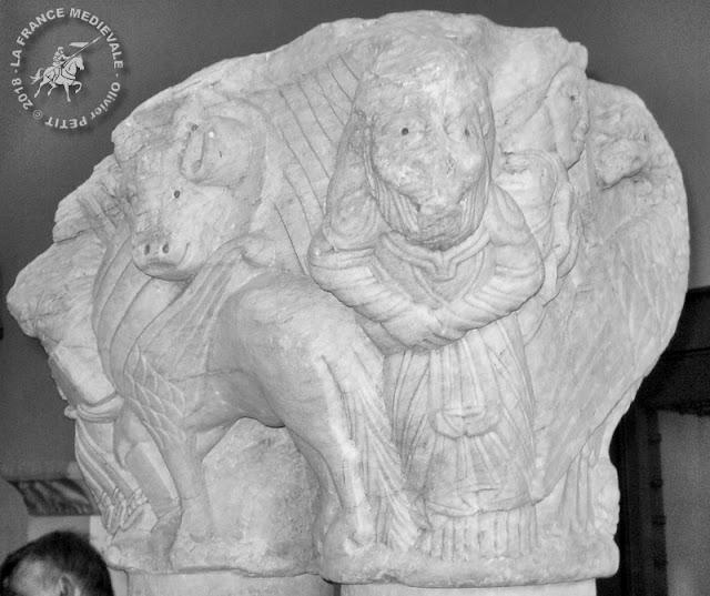 PARIS (75) - Musée du Louvre : Chapiteaux romans de l'abbaye de Saint-Pons-de-Thomières