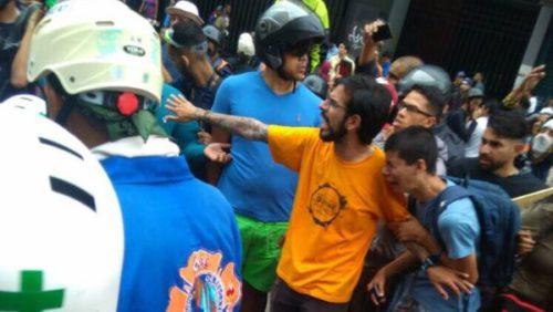 Fascistas venezolanos atacan sede de Magistratura en Miranda/ Joven venezolano muere al estallarle arma artesanal en protesta