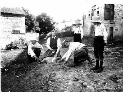 Photo ancienne : vétérinaire à saint Priest des Champs, 63.