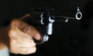 Bandidos armados roubam moto e celular de jovem na cidade de Felipe Guerra