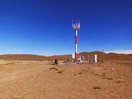 Arbeiten am Antennenturm für Handybetrieb und schnelles Internet