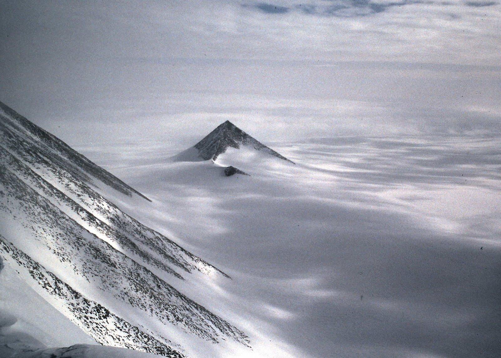 Pyramiden In Der Antarktis