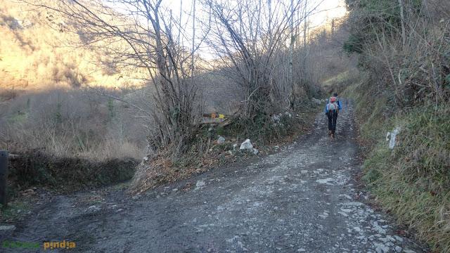 Ruta al Pico Riegos desde Caleao, regresando por el Cantu Cabrero, en el concejo de Caso (Asturias).