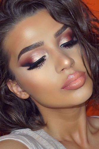 Se você procura por maquiagens lindas, diferentes, delicadas, fáceis e incríveis. Você não pode deixar de ver essas 5 opções incríveis de makes para te deixar ainda mais gata para eventos, festas e ocasiões diferentes.