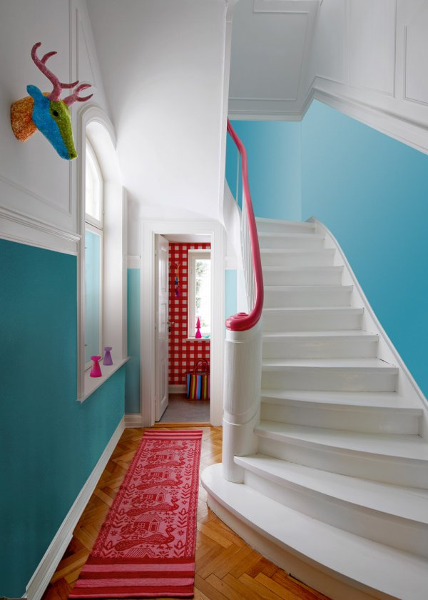 Strategic Use of Color Adds Wow Factor in Foyer
