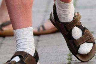 Η «εκδίκηση» του Γερμανού τουρίστα - Στη μόδα το σανδάλι με κάλτσα - ΕΙΚΟΝΕΣ