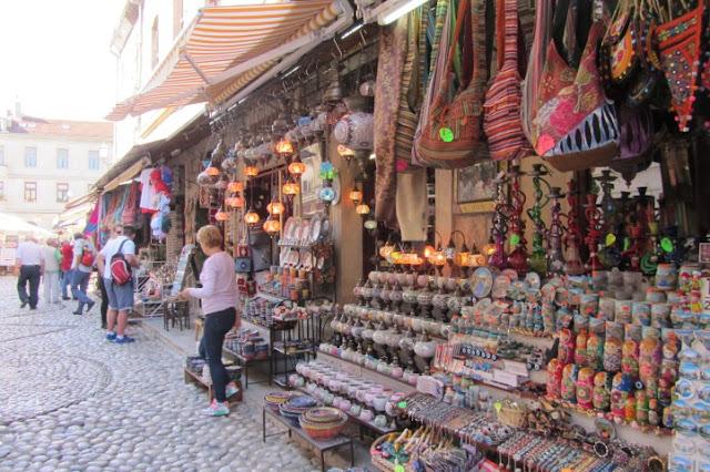 Mostar, bazar rondom de brug