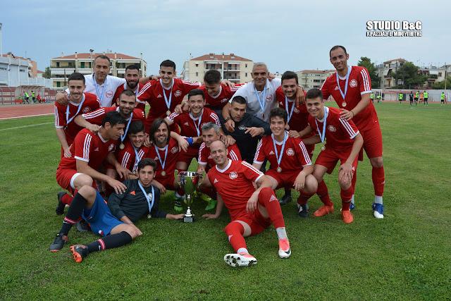 Απονομή κυπέλλου στην ομάδα Ναύπλιο 2017