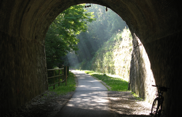 Túnel de la via del ferro i el carbó