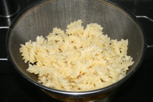 How to perfectly boil pasta and save gas