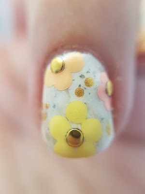 dotting flowers, flower mani, baby nail, spring nails