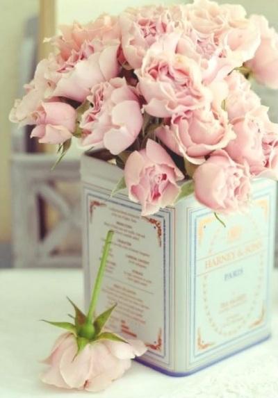 16 Vas Bunga Dekoratif dari Kaleng Bekas
