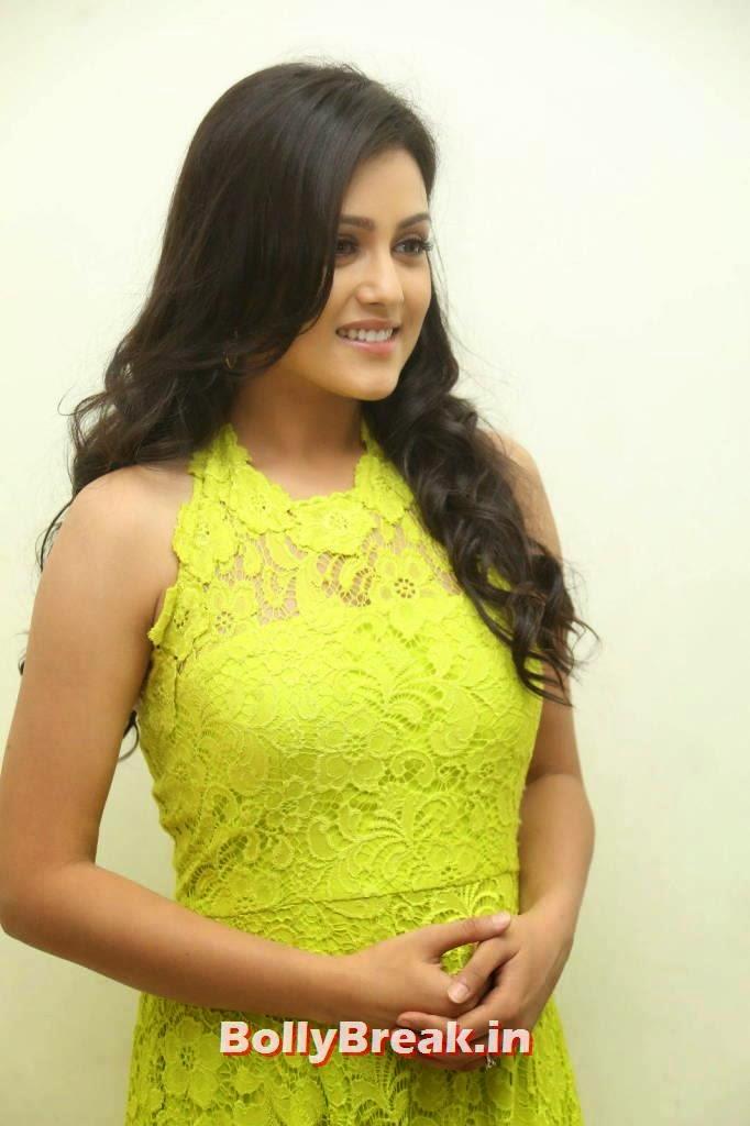 Mishti Chakraborty, Mishti Chakraborty hot Hd Images in Green Dress