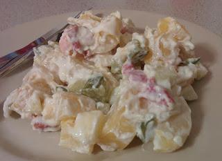 Kesäinen perunasalaatti uusista perunoista
