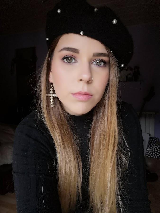 Maquillaje velvet Rose Makeup revolution