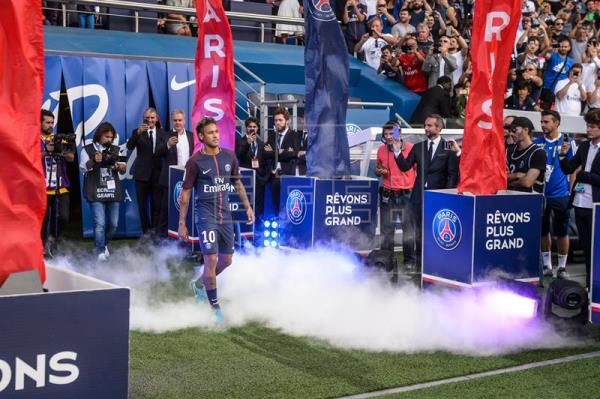 Fútbol: Neymar asombra en su nueva casa; El PSG apabulla al Tolosa