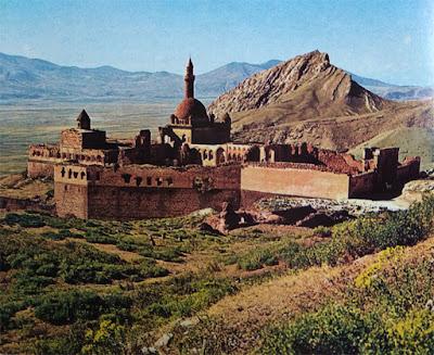 Foto Masjid dan benteng Ishaq di Dogubayazit Turki Timur