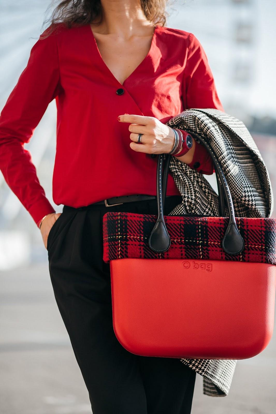 с чм носить красную сумку