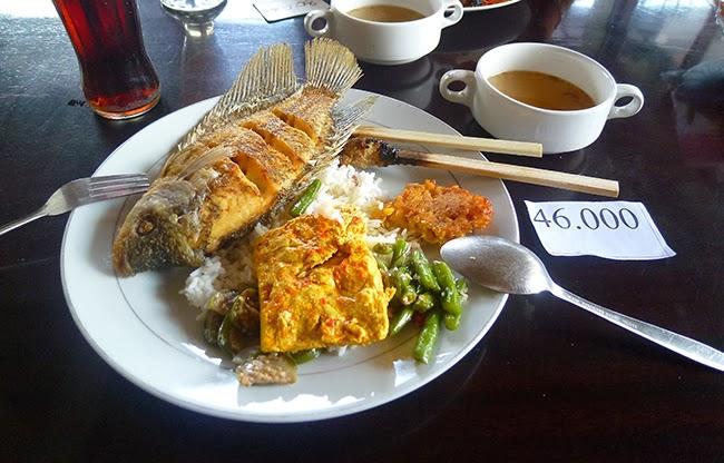 Pescado tofu y verduras, con arroz