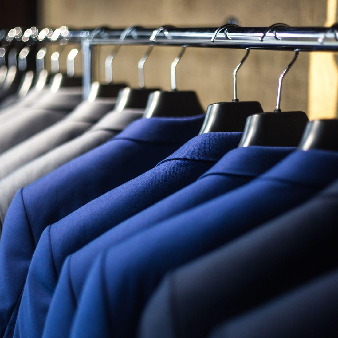 Tempat order pesan produksi pakaian kerja konveksi pakaian kerja wanita dan pria - Mojait Production