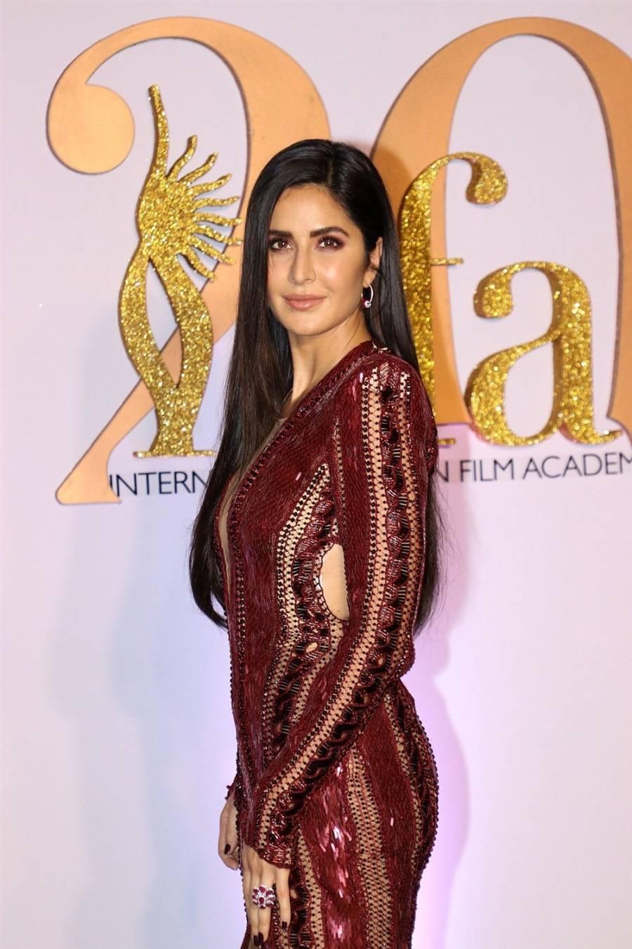 Indian Model Katrina Kaif At Green Carpet Of IIFA Awards
