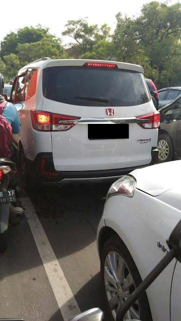 Wuling menggunakan logo Honda