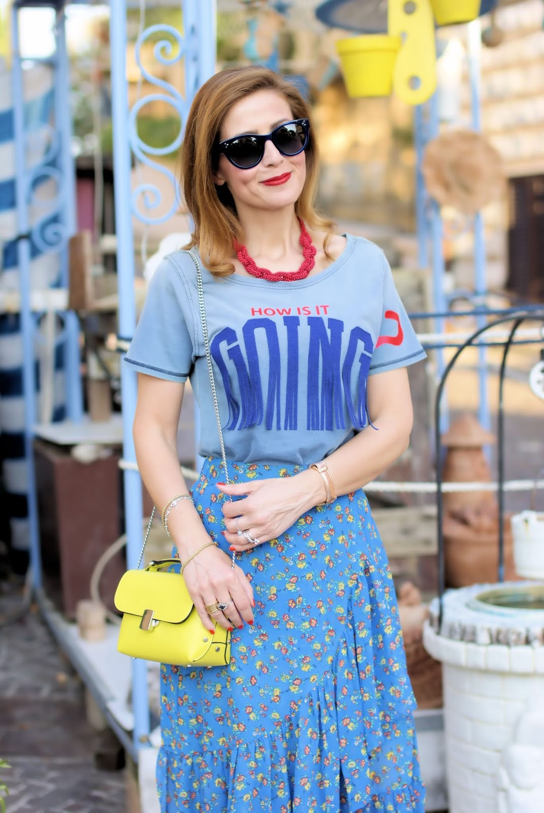 The side ruffled skirt: a season must have and a Teetopia tee on Fashion and Cookies fashion blog, fashion blogger style