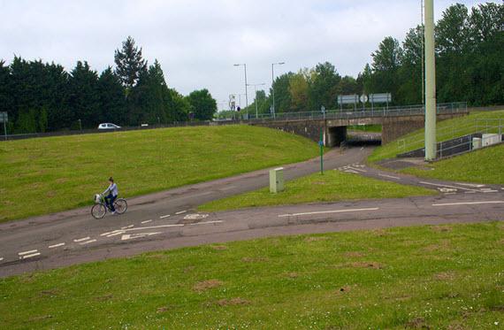 Si es fácil ir en coche, la mejor red de carril-bici no lo va a evitar: el caso de Stevenage