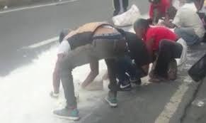 El hambre en Venezuela llega hasta recoger del suelo restos de harina pan