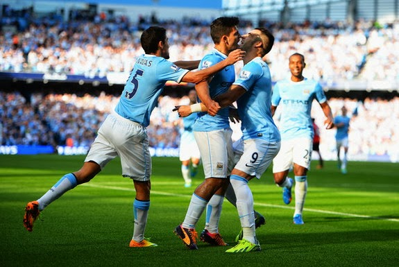 Sergio Agüero celebrates with Manchester City teammates after scoring against Manchester United