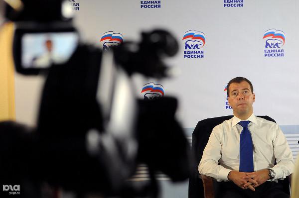 Лидера европейской сверхдержавы Порошенко в аэропорту Парижа встретили обслуживающий персонал