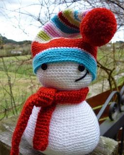 http://lacalledelaabuela.blogspot.com.es/2014/01/amigurumi-polita-el-muneco-de-nieve.html