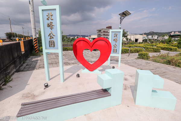 台中霧峰|北峰公園|愛心水池|貓頭鷹和愛心造景|兒童遊戲區