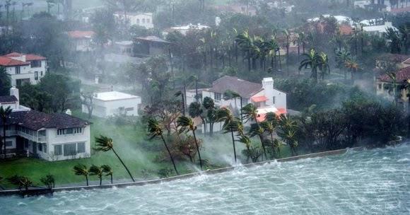 el poderoso hurac n irma se degrad hoy a tormenta tropical junto a la costa oeste de florida. Black Bedroom Furniture Sets. Home Design Ideas