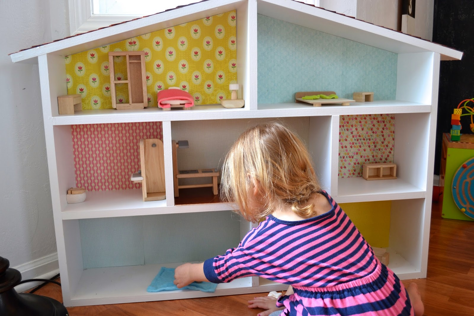 DIY dollhouse. - frame.of.mind