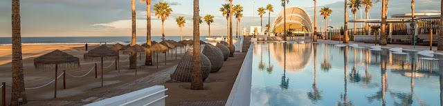 Vistas de la piscina del marina beach club valencia