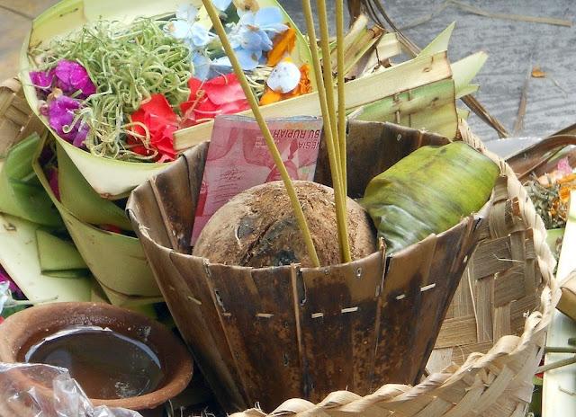 Makna Perayaan Rahina Buda Cemeng Klawu