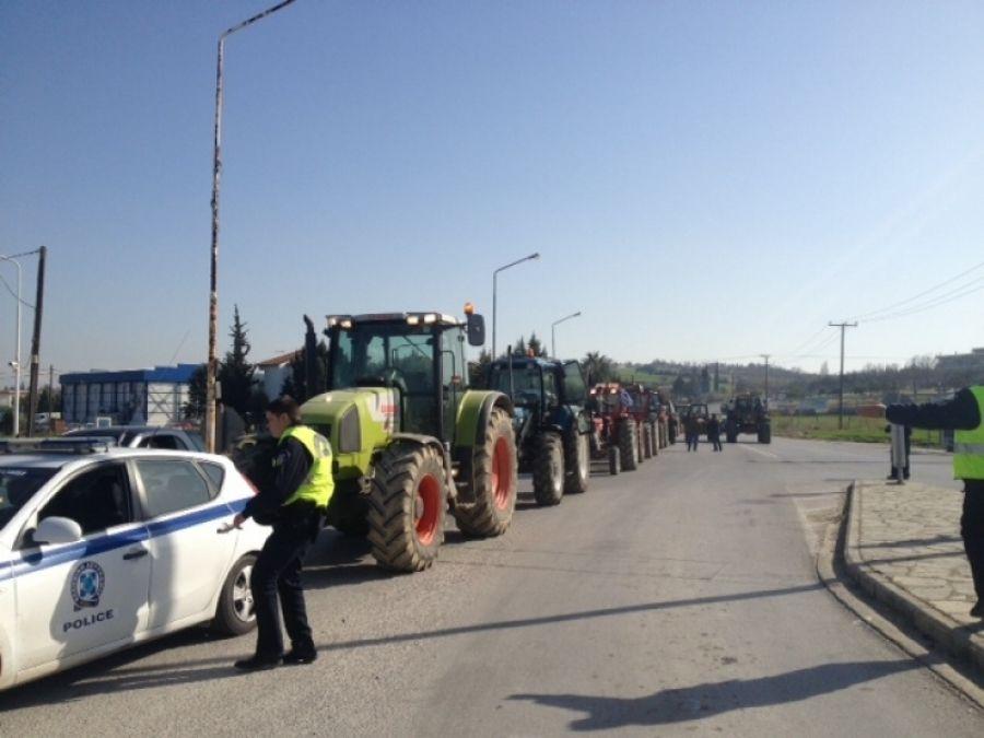 Αγρότες με τα τρακτέρ τους στα Πράσινα Φανάρια στη Θεσσαλονίκη