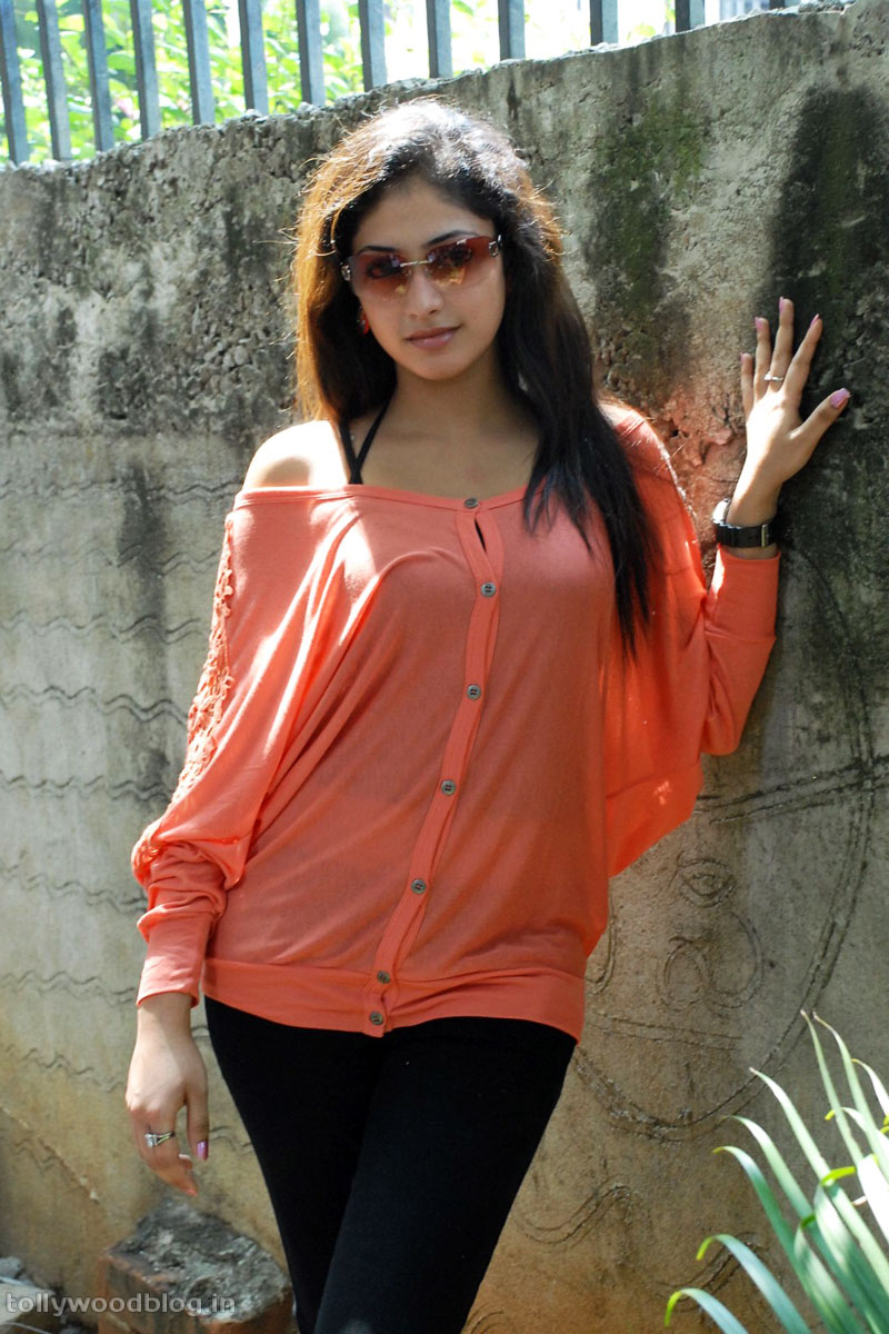 Hari Priya Latest Beautiful hot Photos Stills-HQ-Photo-5